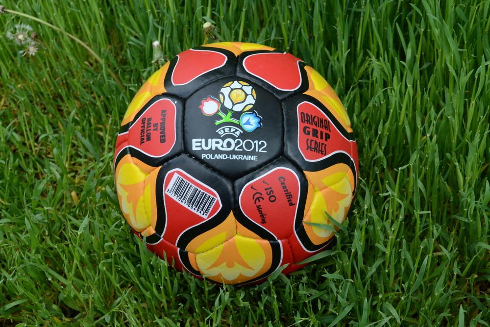 Футбольный мяч, мяч для футбола евро 2012 фото №1