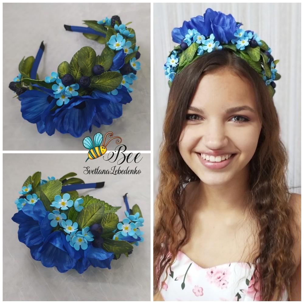 Обруч для волос с синими и голубыми цветами и ягодами фото №1
