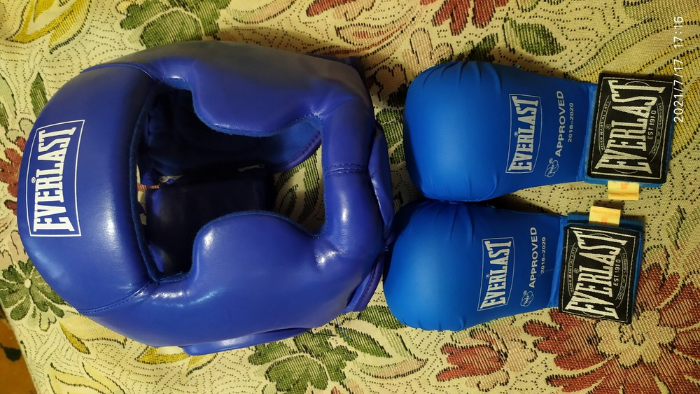 Перчатки и шлем. фото №1