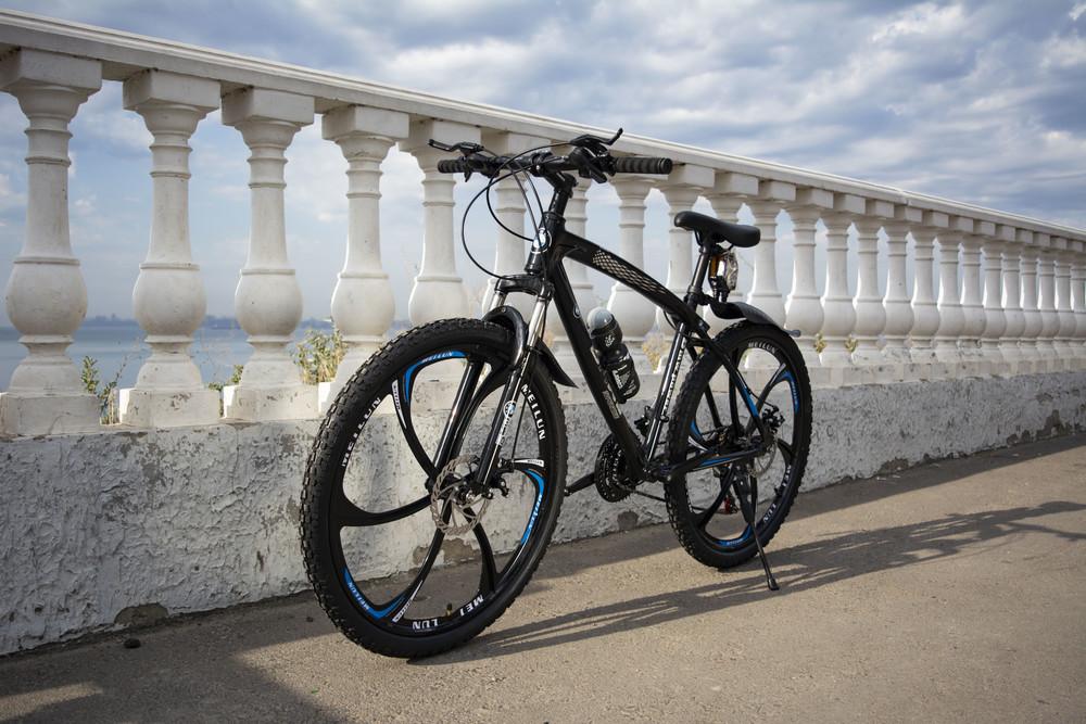 Велосипед bmw на литых дисках фото №1